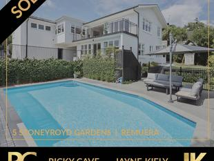 ULTIMATE FAMILY LIVING  5 BEDROOMS, POOL, VIEWS - Remuera