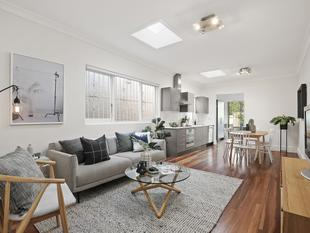 Picture-perfect semi with valuable scope - Newtown