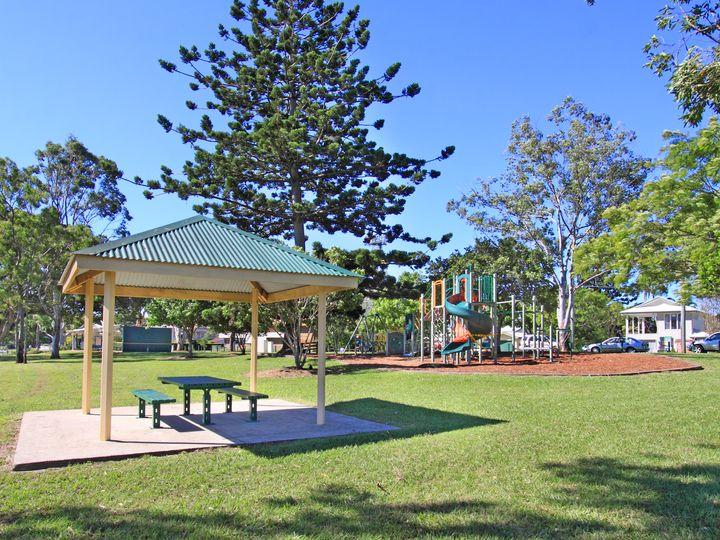 2 Palatial Court, Bridgeman Downs, QLD