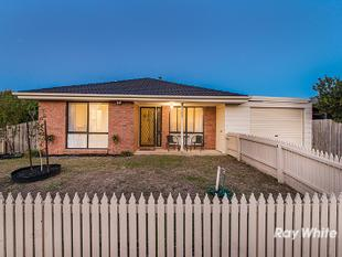 COULD THIS BE THE BEST BUY IN THE WEST? 2 BATHROOMS, CLOSE TO ALL AMENITIES, EASY FREEWAY ACCESS! - Cranbourne West