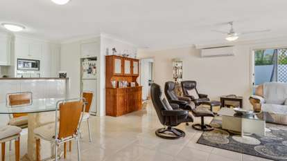 2/100 Cotlew Street East 'Adelphi Springs', Southport