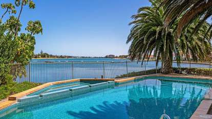 2/242 Trimmer Parade, West Lakes