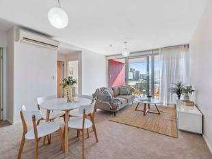 PRIME CENTRAL LOCATION...! BEAUTIFULLY PRESENTED APARTMENT...! - Adelaide
