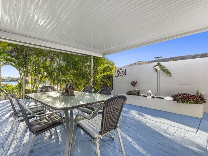 25 Tannah Court, Broadbeach Waters, QLD