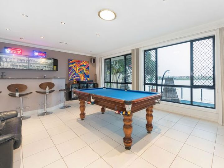 112 Sir Bruce Small Boulevard, Benowa Waters, QLD