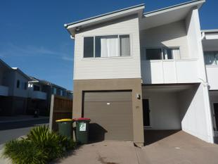 BEAUTIFUL MODERN 4 BEDROOM TOWNHOUSE WITH ALL THE BELLS AND WHISTLES AND PET FRIENDLY - Parkinson