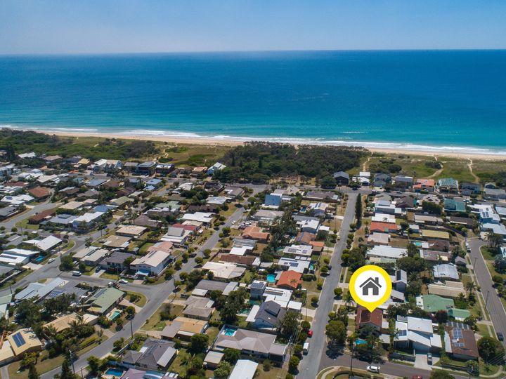 1 Baringa Street, Warana, QLD