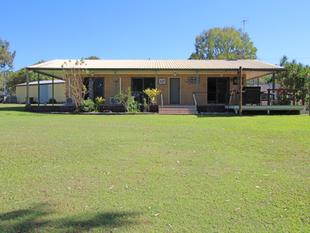 Beach Side Acreage - House & Large Shed - Armstrong Beach