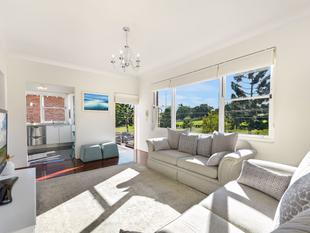 Exceptionally Renovated first floor apartment with uninterrupted views of Ashfield Park - Ashfield