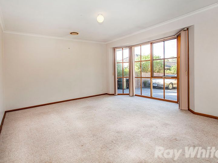 2/25 Renshaw Street, Doncaster East, VIC