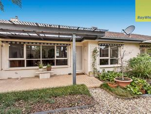 Superbly Maintained Corner Beauty! - Knoxfield