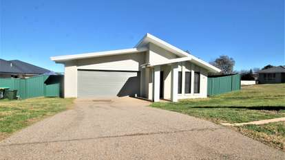 17 Molloy Place, Young