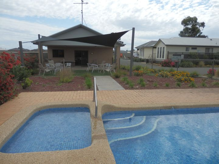 Unit 18, 65-73 Northern Highway (Sun River Home Park), Echuca, VIC