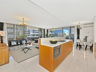 North facing 231m2 corner apartment with wrap around balcony - Rhodes