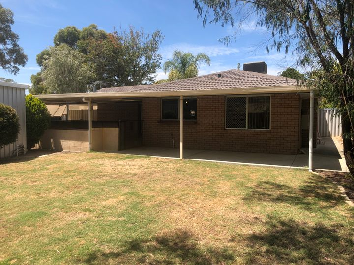 10 Plowers Place, Withers, WA
