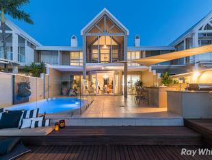 Exquisite Harbourfront Villa with Amazing Marina Views - Sanctuary Cove