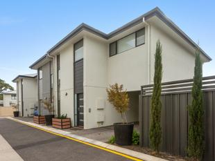Modern Designed Townhouse in The Crescent' - St Marys - St Marys