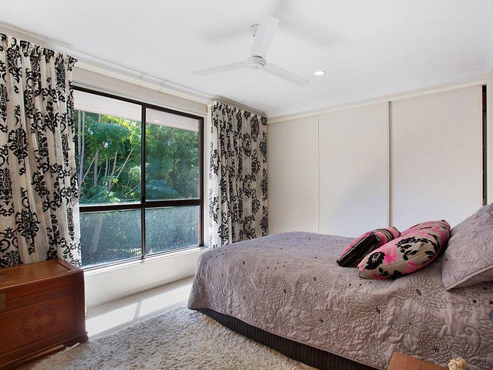 5 Mina Place, Southport, QLD