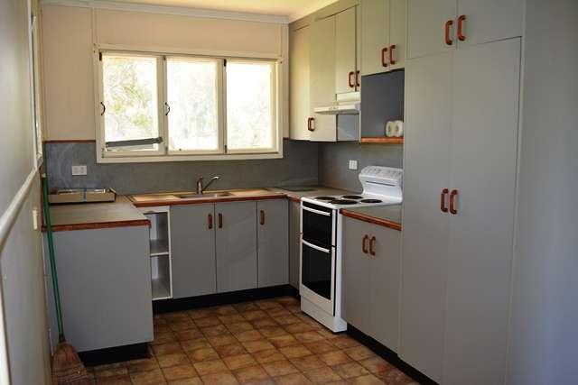 32 Edward Street, Tambo, QLD 4478
