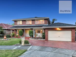 FAMILY HOME IN THE HEART OF GREENVALE ! - Greenvale