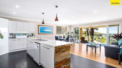 4 Forest Oak Place, Caves Beach
