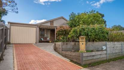 28 Heywood Crescent, Cranbourne North