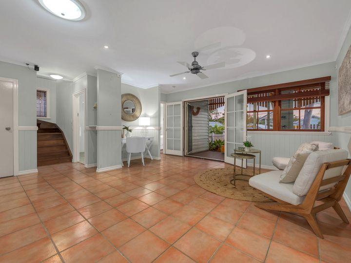 18 Wellstead Avenue, Coorparoo, QLD