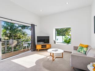 Supremely Stylish - Vendors Have Bought! - Te Atatu South