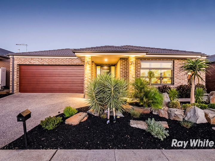 12 Ventasso Street, Clyde North, VIC