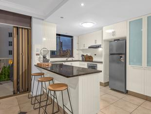 Great value two bedroom with two carparks! - Kangaroo Point