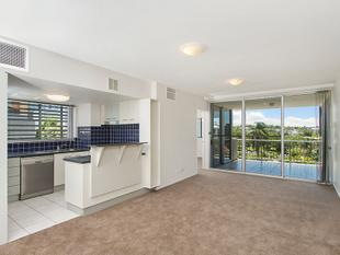 Modern Central Unit with Great Views - Indooroopilly