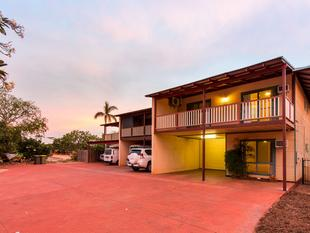 Spacious split level living - Cable Beach