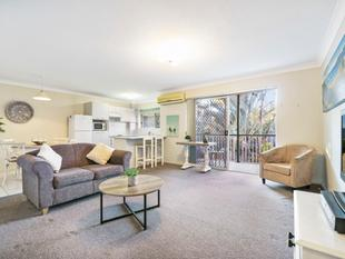 Too Good To be True - Large Outdoor Patio And Generous Garage - Coorparoo