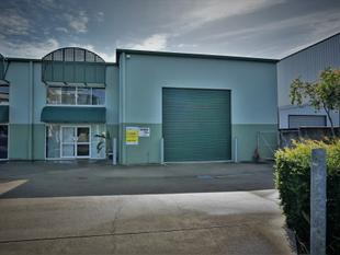 320m2* WYNNUM WAREHOUSE / SHOWROOM / OFFICE - Wynnum