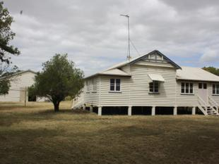 Large 3 Bedroom + Sunroom  Queenslander on Over 10 Acres - Edge of Town - Mundubbera