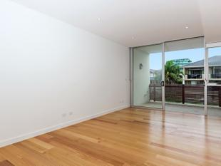 Spacious split level one bedroom apartment in the heart of Bondi - Bondi Beach