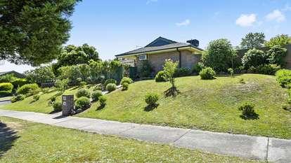 6 Robert Molyneux Avenue, Endeavour Hills