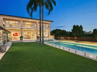 Beautiful North Facing Home With Views To The City - Bellevue Hill