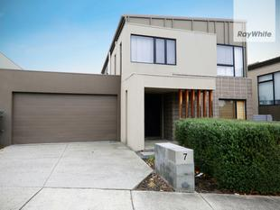 CONTEMPORARY LIVING THAT FEELS LIKE HOME - Burwood