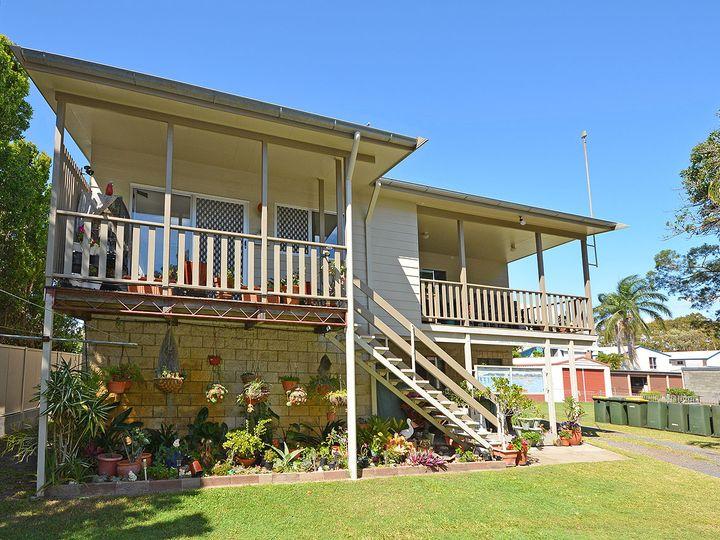 583 Charlton Esplanade, Urangan, QLD