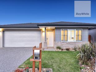 Get into Greenvale with this Beauty  ! - Greenvale