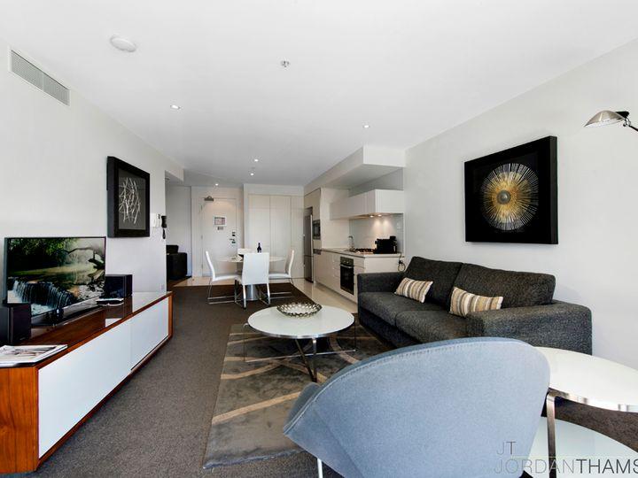 21 Elizabeth Avenue, Broadbeach, QLD