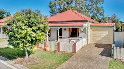 7 CHELSEA Place, Forest Lake