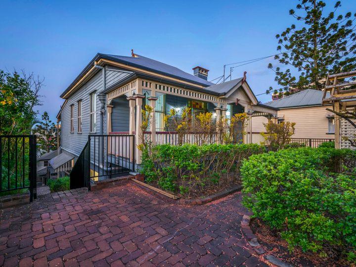 90 Dornoch Terrace, Highgate Hill, QLD
