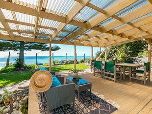 EXECUTIVE BEACHFRONT LIVING - Pukehina