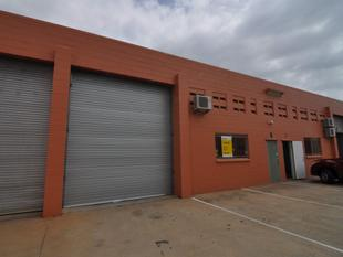 Neat 200 sqm warehouse in Currajong - Currajong