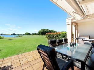 Panoramic Views Across 'The Links' - Single Level Apartment - Hope Island