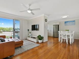 RENOVATED 2 BEDROOM UNIT - STYLISH AND PICTURESQUE - GREAT NATURAL BREEZES - Mount Gravatt