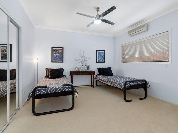 1 Petworth Court, Arundel, QLD