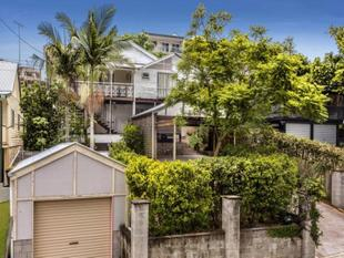 SPACIOUS HOME IN HIGHGATE HILL - Highgate Hill